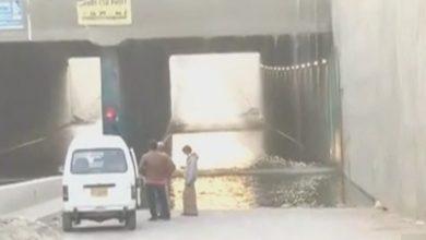 Photo of کراچی کے علاقے گلبہار کے قریب پانی کی لائن پھٹ گئی